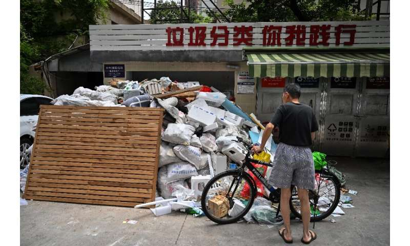 Every day, Shanghai produces around 26,000 tonnes of garbage –- equal in weight to the Statue of Liberty