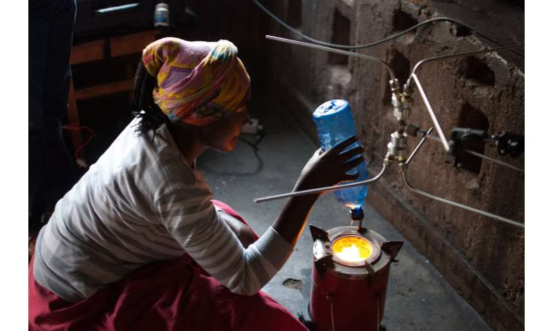 Field study finds pellet-fed stoves cut air pollutant emissions 90%