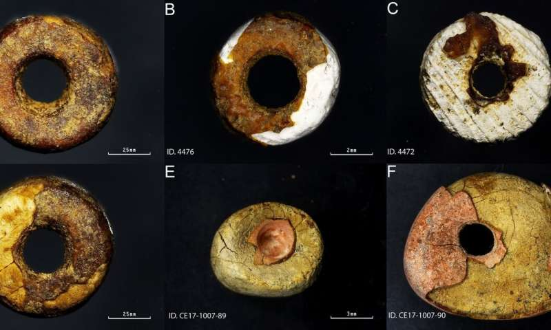 First examples of Iberian prehistoric 'imitation amber' beads at gravesites