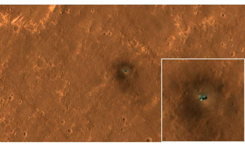 HiRISE views NASA's InSight and Curiosity on Mars