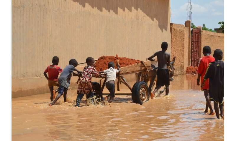 In Niamey, locals struggle to save what remains of the capital's hardest hit areas