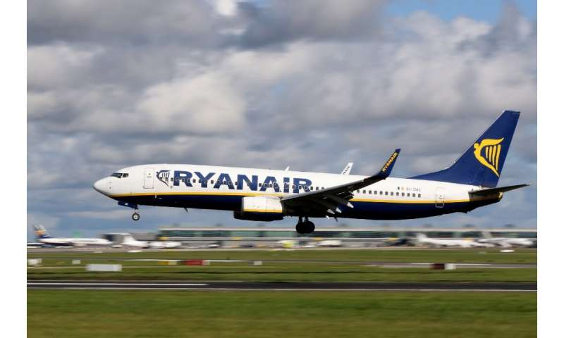 Investors served Ryanair's management a rebuke over its handling of relations with staff