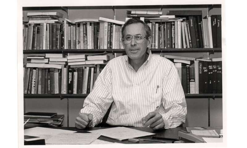 "James Peebles at Princeton in 1990 ""title ="" James Peebles at Princeton in 1990 ""/>    <figcaption class="