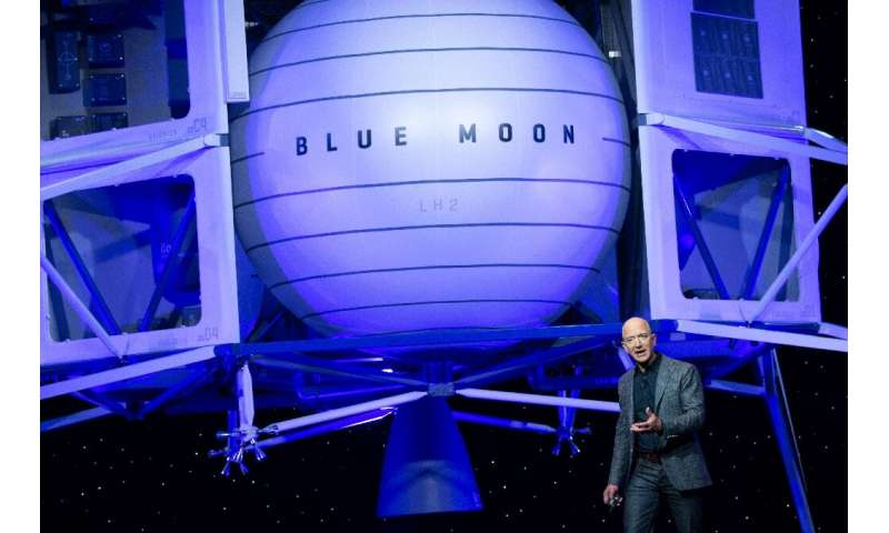 Jeff Bezos unveils Blue Moon, a lunar lander which can carry four self-driving rovers