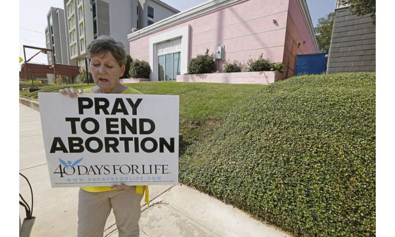 Mississippi defends 15-week abortion ban in appeals court