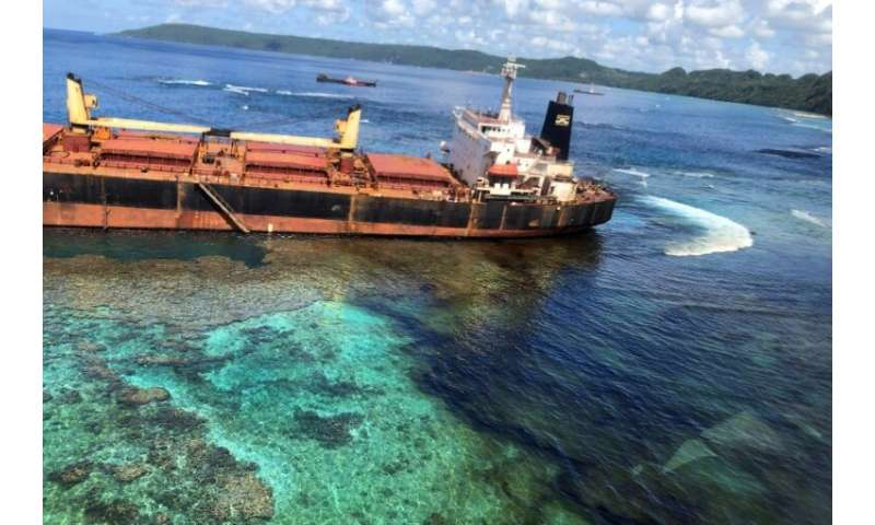 MV Solomon Trader ran aground on February 5 while loading bauxite at remote RennellIsland,some 240 kilometres (150 miles) sout