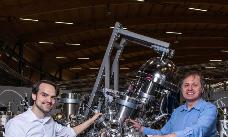 New material also reveals new quasiparticles