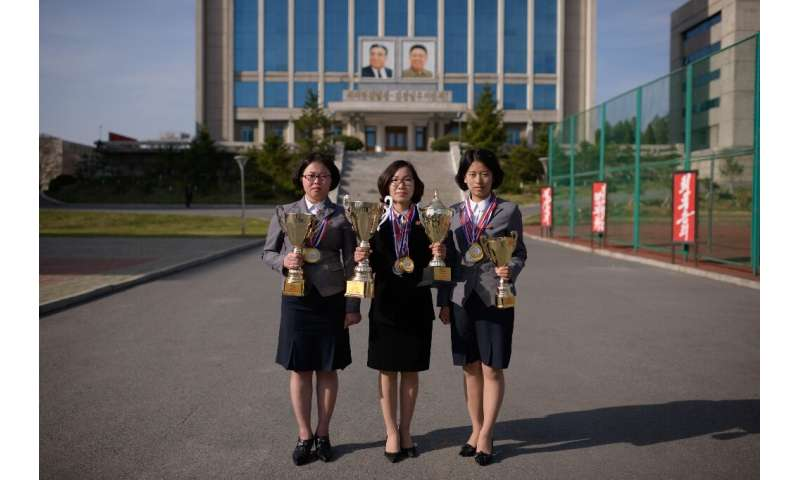 Photo prise le 17 avril 2019 montrant les trois concurrentes nord-coréennes (de G à D: Kim Su Rim, Pang Un Sim et Ri Song Mi) au