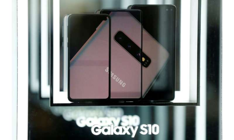Samsung is launching its top-end S10 5G smartphone Friday, after South Korea this week won the global race to commercially launc