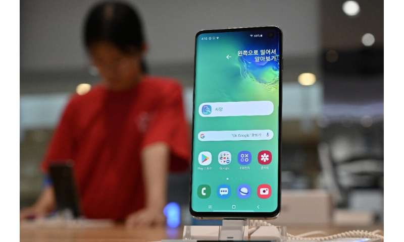 Samsung's spokesperson in Seoul said the company will soon roll out a fix for its top-end S10 smartphone