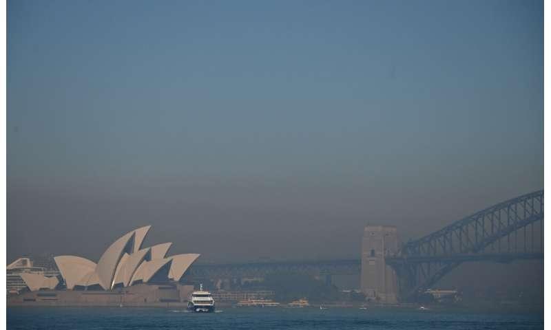 Smoke from bushfires blanket Sydney