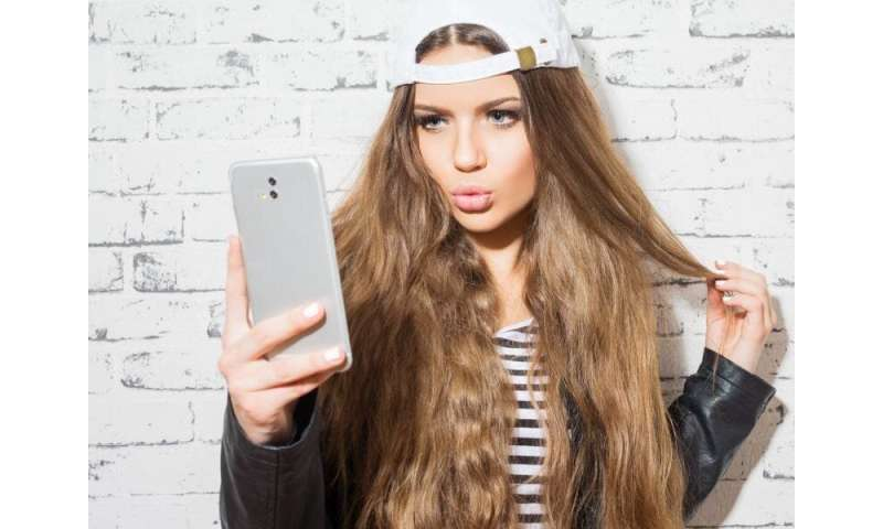 Social media use tied to esteem, cosmetic surgery acceptance