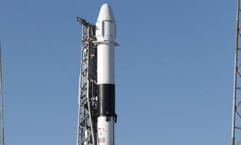 SpaceX delays space station delivery due to high wind