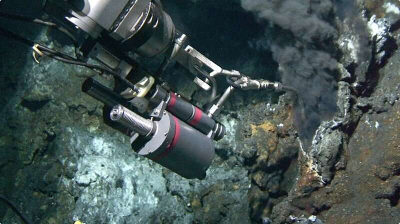 Study finds direct links between old carbon, graphite and seafloor hydrothermal vents