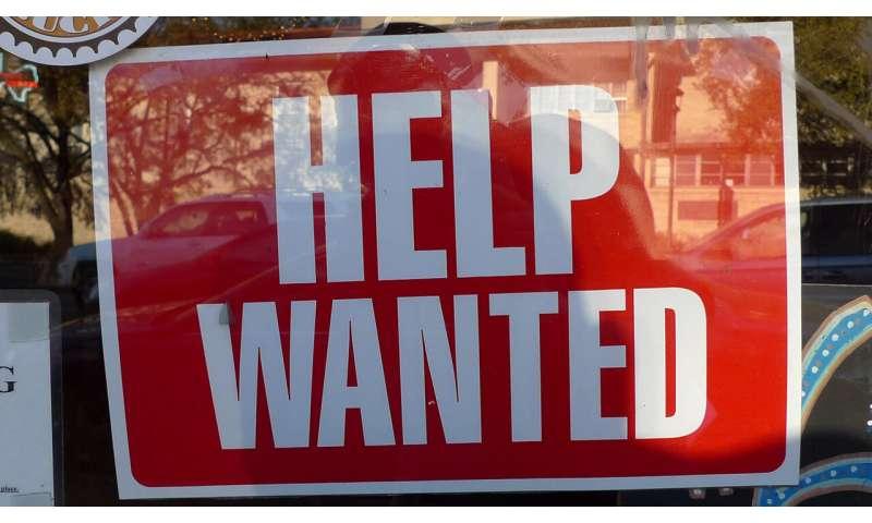 Study: internet perpetuates job market inequality