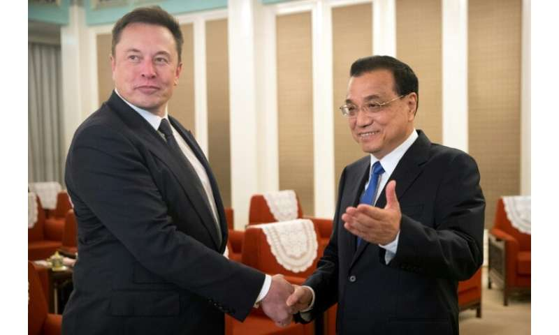 Tesla CEO Elon Musk (L) was offered a Chinese 'green card' by Premier Li Keqiang