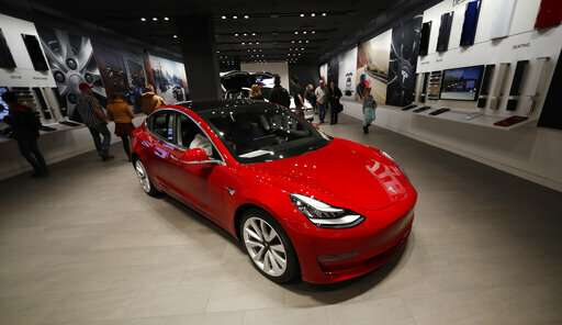 Club Tesla Roblox Tesla To Close Stores To Reduce Costs For 35 000 Model 3