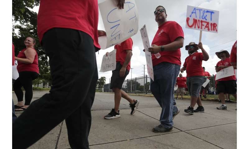 Union, AT&T say 20,000 striking workers coming back to work