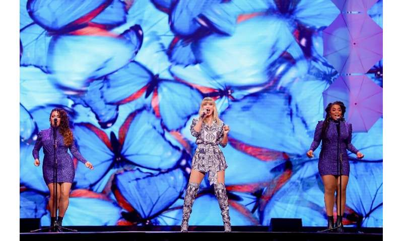 US Grammy award-winning star Taylor Swift performed at a ceremony to mark the beginning of this year's Singles' Day