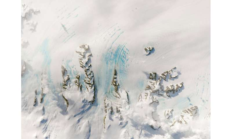 Warm winds in autumn could strain Antarctica's Larsen C ice shelf