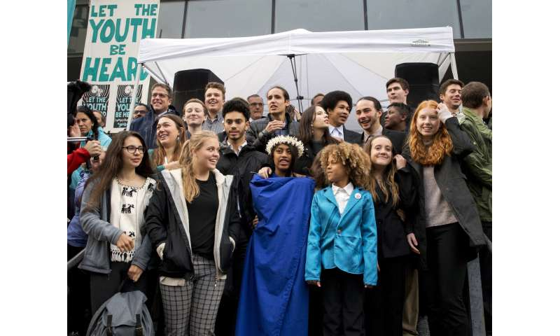 Young Americans' lawsuit on climate change faces big hurdle