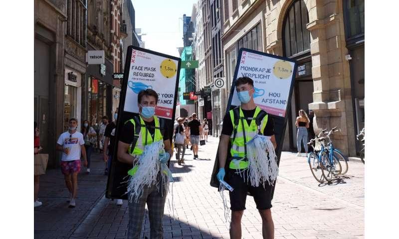 Amsterdam, Rotterdam bestelt het gebruik van maskers in drukke straten
