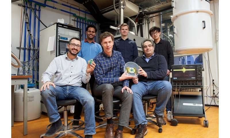 Cryo-chip overcomes obstacle to large-scale quantum computers