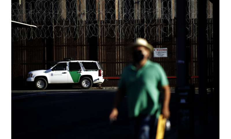 Mexico to keep US border closed to non-essential travel