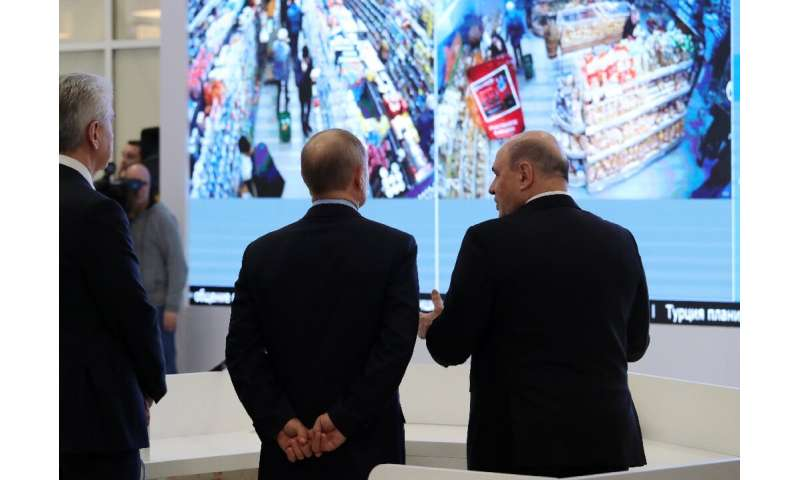 President Vladimir Putin has toured a hi-tech centre set up to monitor the virus situation and Russia's response