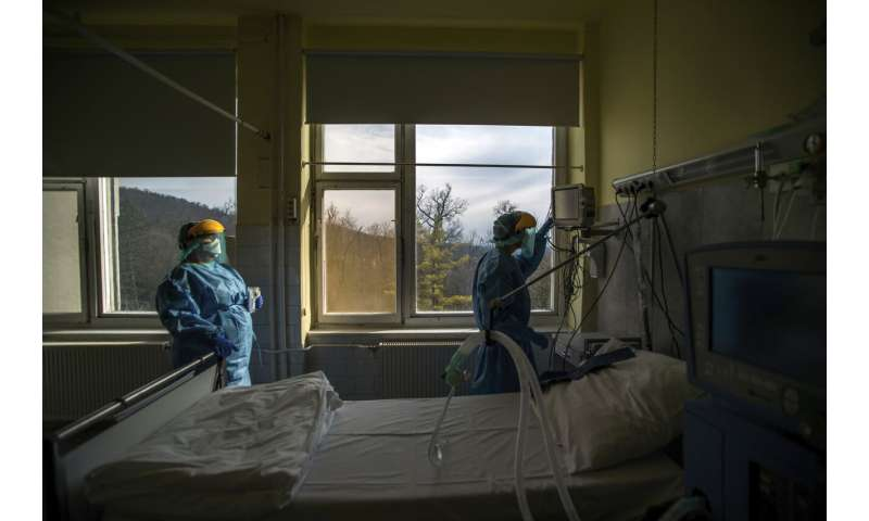 Some doctors moving away from ventilators for virus patients