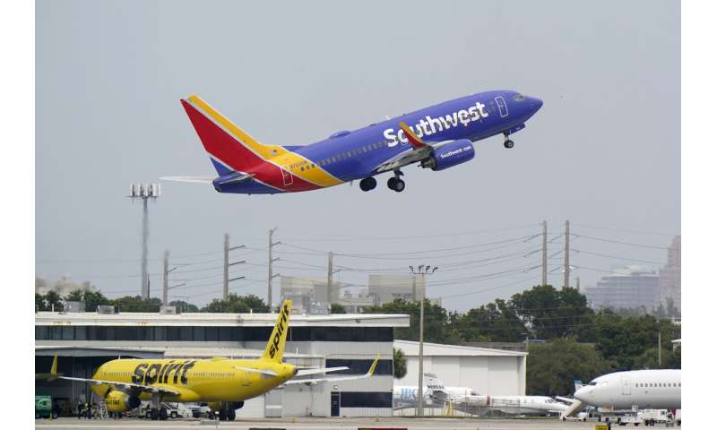 Southwest, United Airlines see weak demand over holidays, 1Q