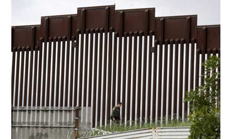 US and Mexico to curb border travel to control coronavirus