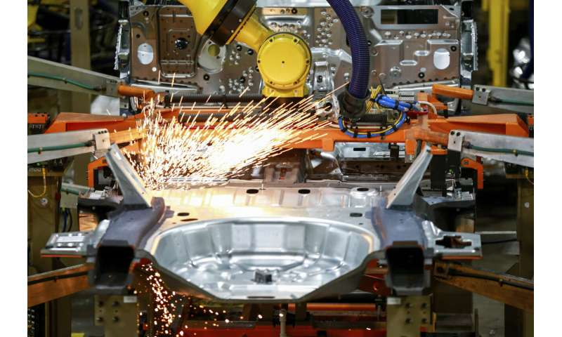 US auto factories likely to stay closed another 2 weeks