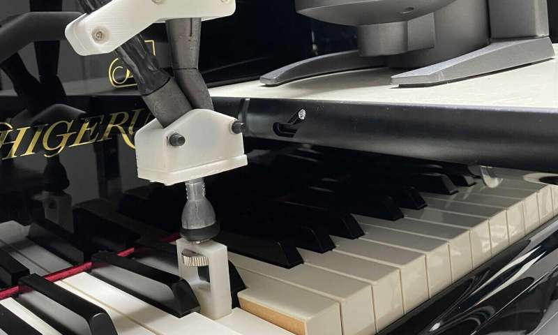 Using haptic feedback to improve enhanced force control of piano keystrokes in elite players