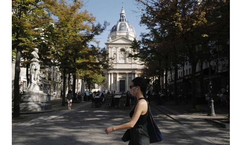 Virus risk looming at overcrowded French universities