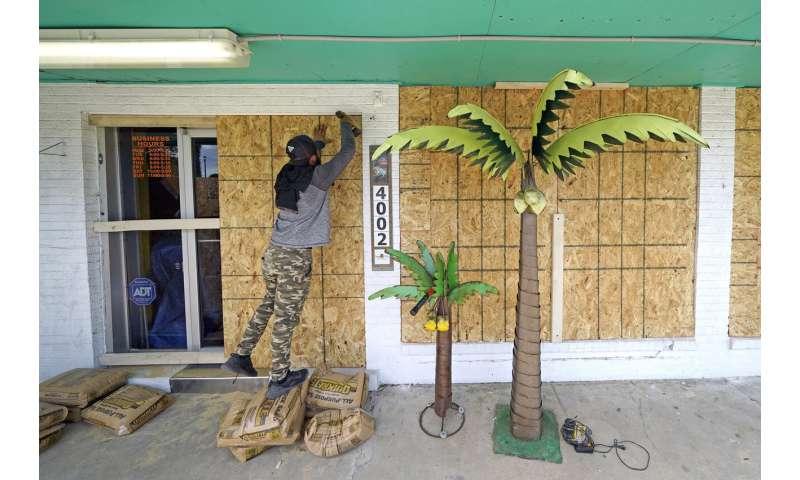Hundreds of thousands flee US coast ahead of Hurricane Laura