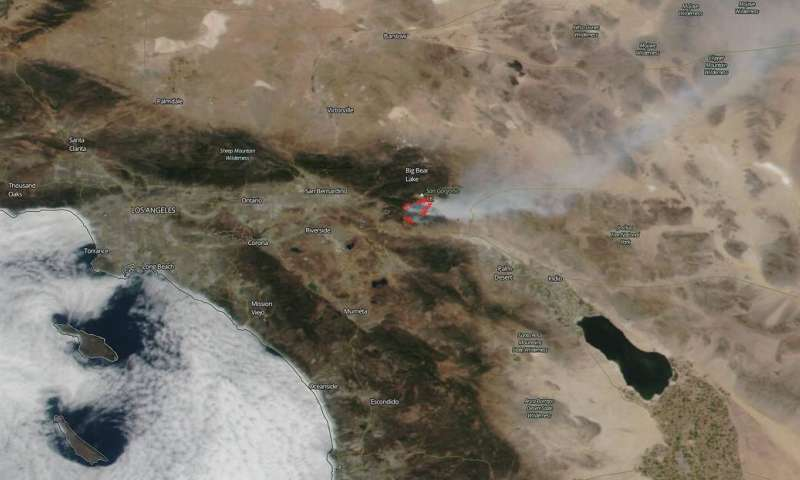 NASA satellites show two views of California's Apple Fire