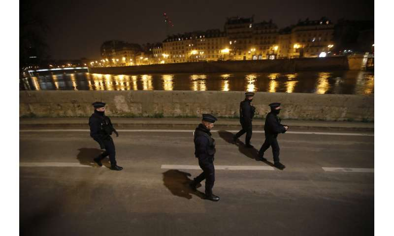 Virus rebels from France to Florida flout lockdown practices
