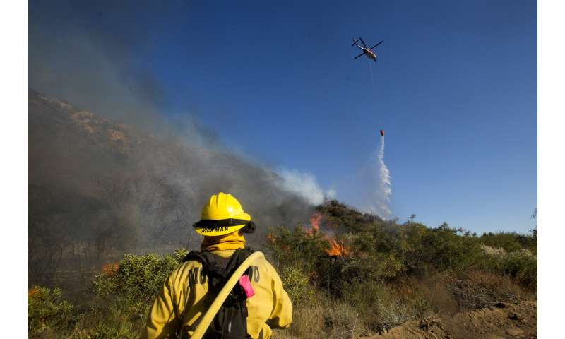 1st big Southern California wildfire of 2020 keeps on raging