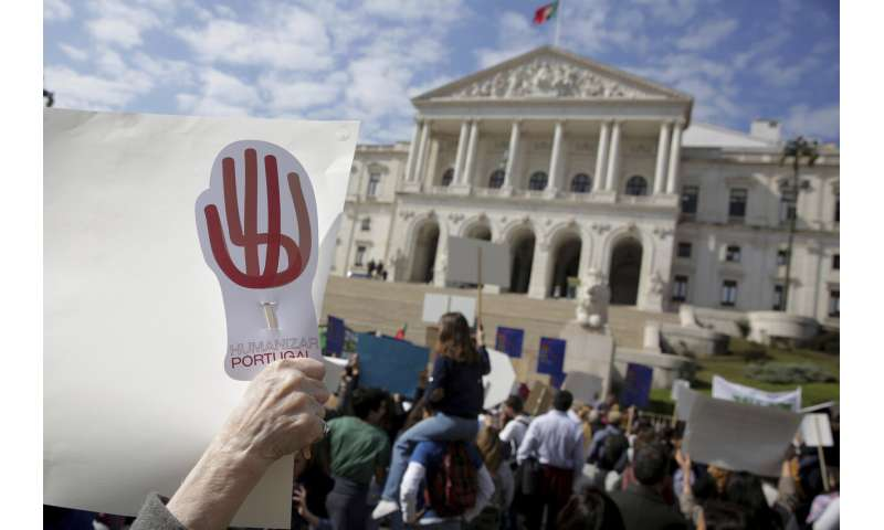 Amid protests, Portugal lawmakers vote to allow euthanasia
