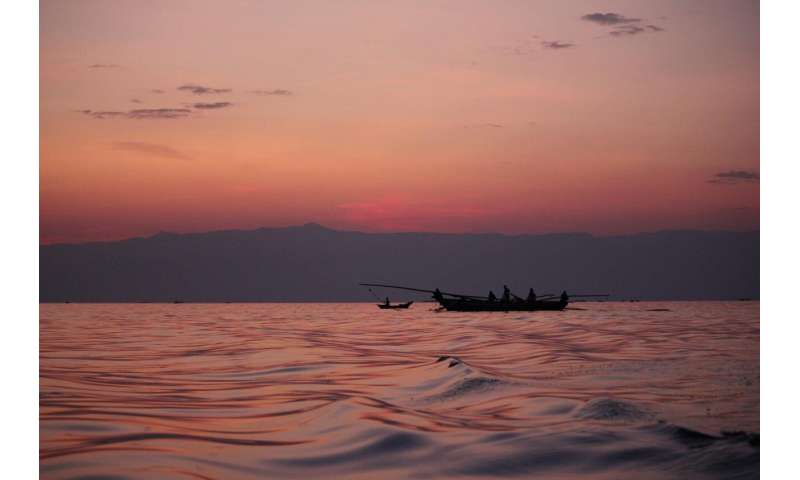 Large-scale study: Congolese fishermen report decline in fish stocks on Lake Tanganyika