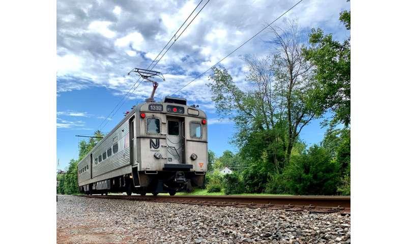 Un train de banlieue local aide les chercheurs sur le contrôle des armes nucléaires