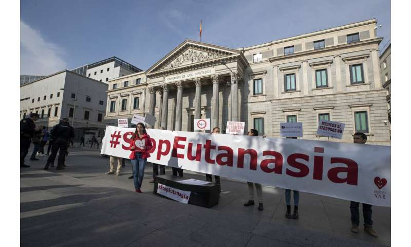 Spanish government passes 1st hurdle to legalize euthanasia