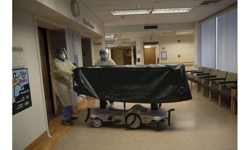 US virus deaths top 3,100 in a single day for the first time