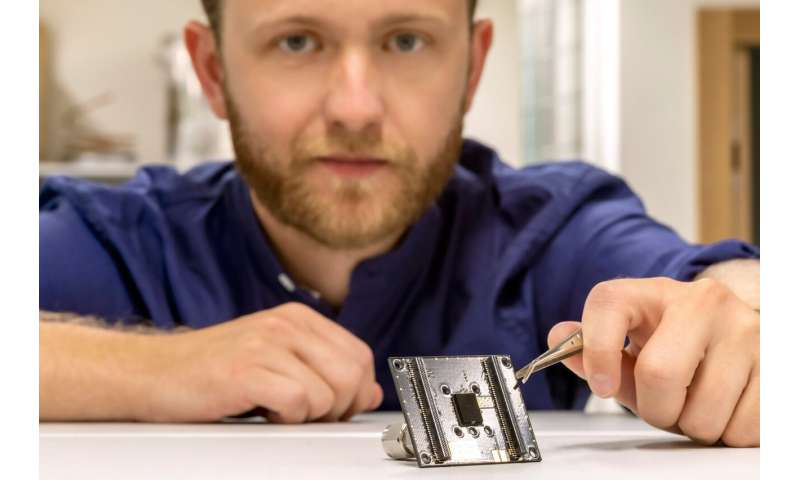 Researchers develop smallest particle sensor in the world