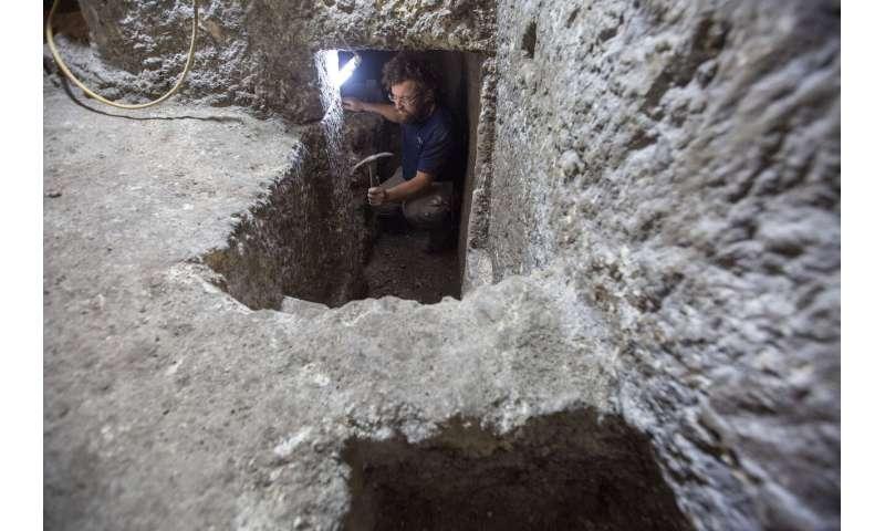 Dig near Jerusalem's Western Wall yields 'puzzling' chambers