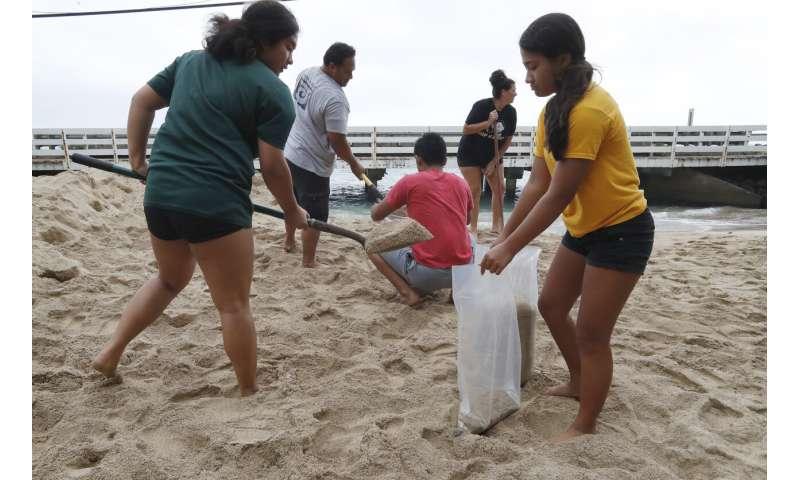 Hawaiian Islands avoid direct hit from Hurricane Douglas
