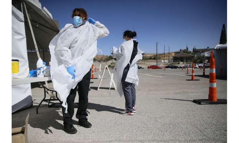 بیمارستان ها با افزایش موج ویروس کرونا در ایالات متحده برای پرستاران رقابت می کنند