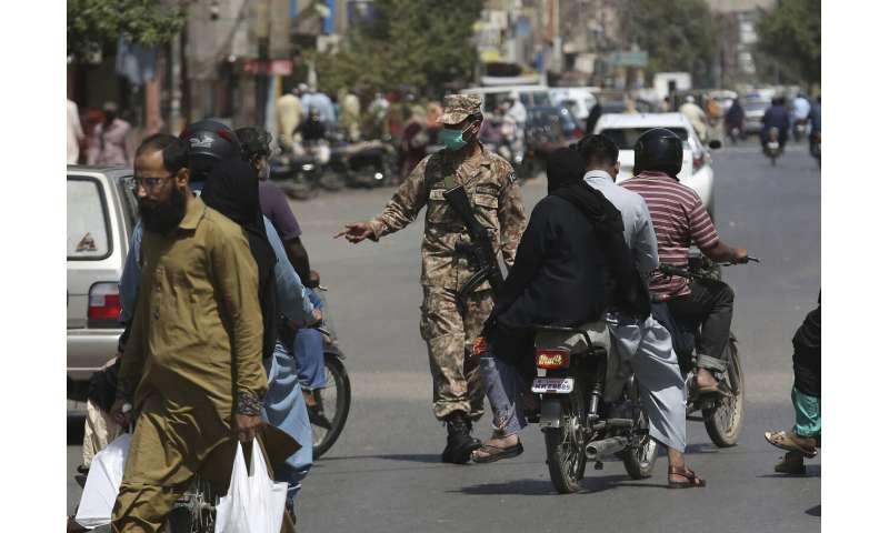 Pakistan halts domestic passenger flights over new virus