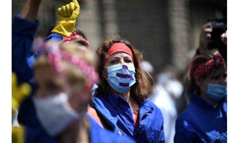 Healthcare workers protest in Paris to demand better working conditions and increased staffing